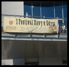 Montaż baneru na balustradzie